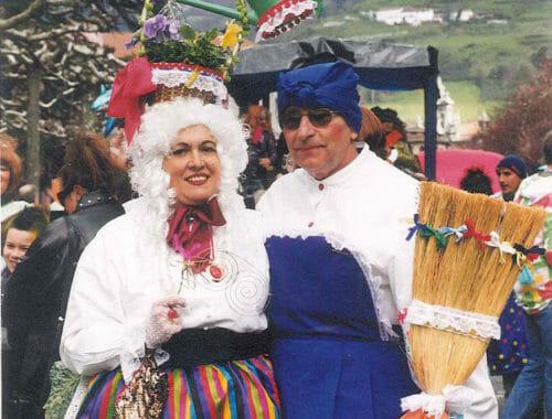 Charo Berra junto a su marido en el carnaval de Tolosa